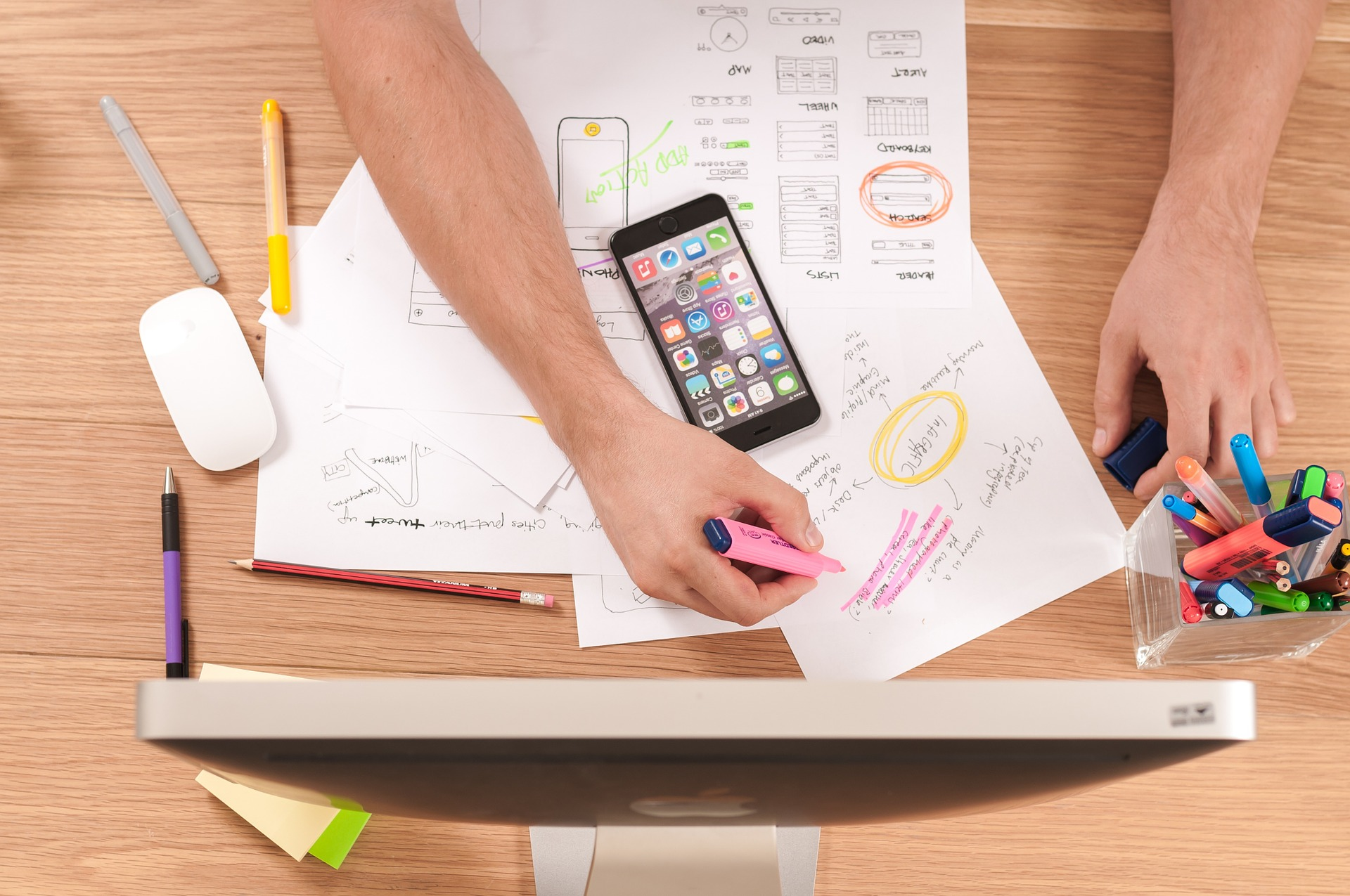 5 iphone apps to keep your workday on track scott le roy marketing blog